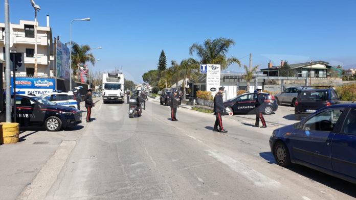 Carabinieri controlli posto di blocco