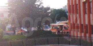 Scafati COVID hospital fila di ambulanze 3